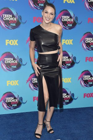 Melissa Benoist attends 2017 Teen Choice Awards