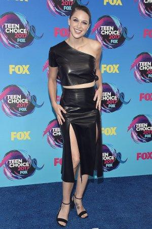 Melissa Benoist attends 2017 Teen Choice Awards
