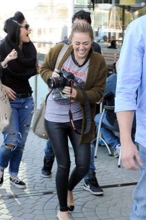 Miley Cyrus visits Chapel Street before having lunch at Kazbar restaurant in Melbourne
