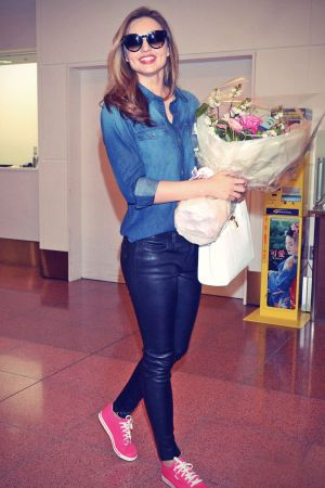 Miranda Kerr arrives at the airport in Tokyo