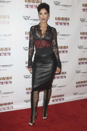 Nicole Murphy attends the Debut Gallery Opening Of Bria Murphy's 'Subconscious'