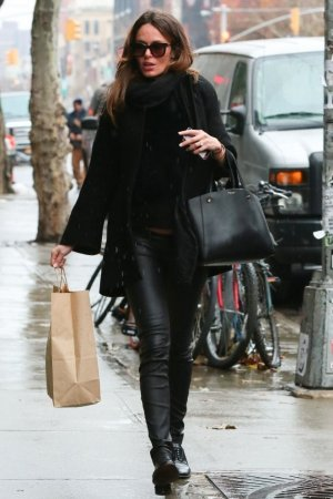 Nicole Trunfio returning to the Bowery Hotel after doing some shopping