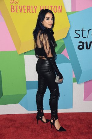 Niki DeMartino attends 7th Annual Streamy Awards