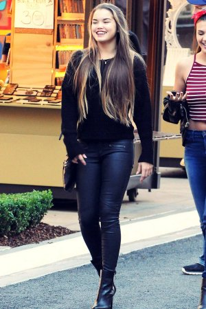 Paris Berelc spotted doing some holiday shopping at the Americana