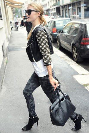 Paris Hilton out about in Milan