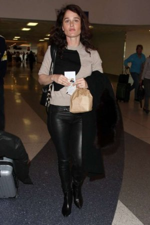 Robin Tunney departing on a flight at LAX airport
