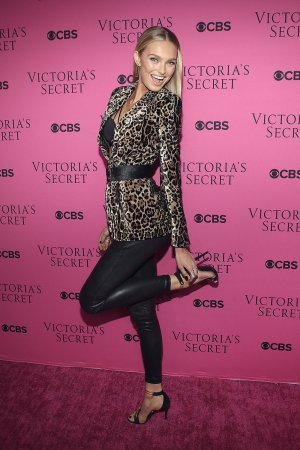 Romee Strijd attends 2017 Victoria's Secret Fashion Show