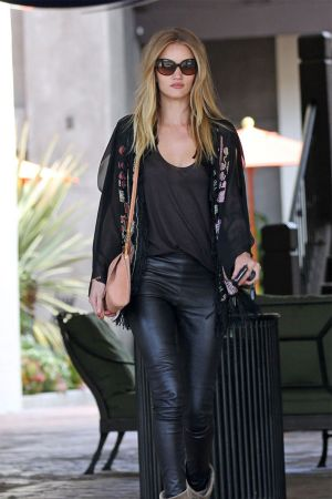 Rosie Huntington-Whiteley grabs lunch at Taverna Tony in Malibu