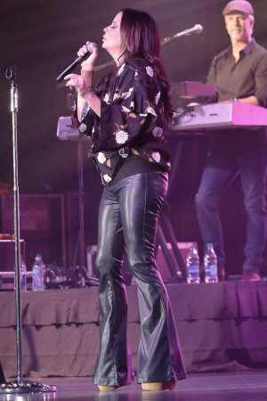 Sara Evans performs at Four Winds Casino