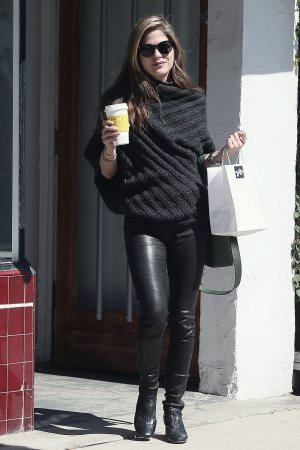 Selma Blair shopping at Jill Roberts