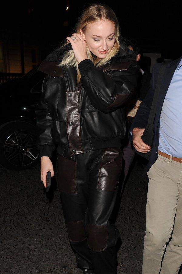 Sophie Turner and Joe Jonas returning to their hotel