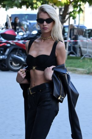Stella Maxwell arrives at the Versace show Spring Summer 2020