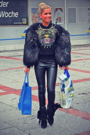 Sylvie van der Vaart shopping tour with her friends