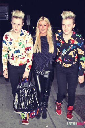 Tara Reid at Vignette nightclub