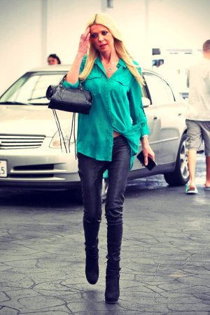 Tara Reid gets lunch in Beverly Hills