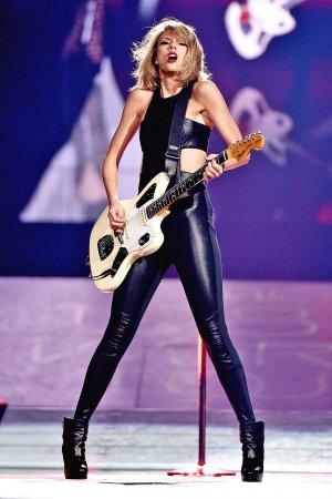 Taylor Swift and Mick Jagger perform at Nashville's Bridgestone Arena