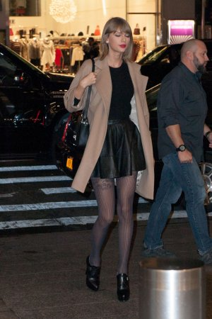 Taylor Swift leaves her New York apartment