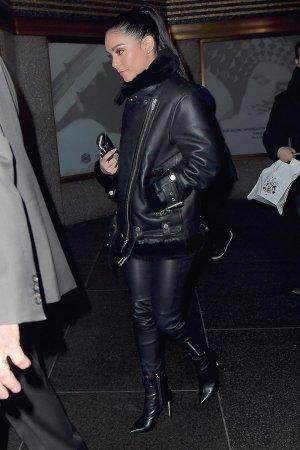 Vanessa Hudgens heading to the Tonight Show