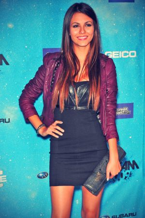 Victoria Justice attends 2009 Spike TV's Scream Awards