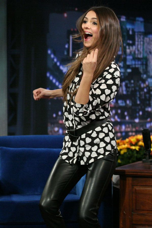victoria-justice-on-late-night-with-jimmy-fallon-600x900 JPGVictoria Justice Leather Pants