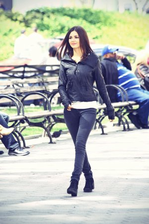 Victoria Justice on the Set of Eye Candy