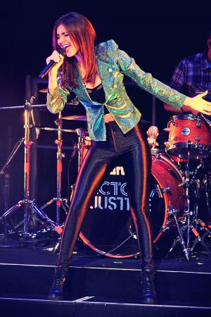Victoria Justice performance candids