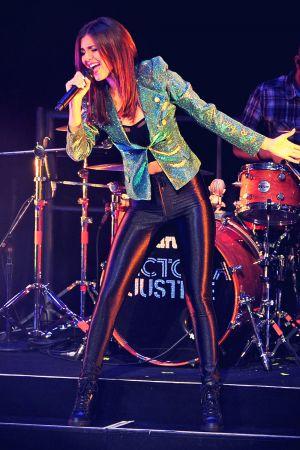 Victoria Justice performance candids