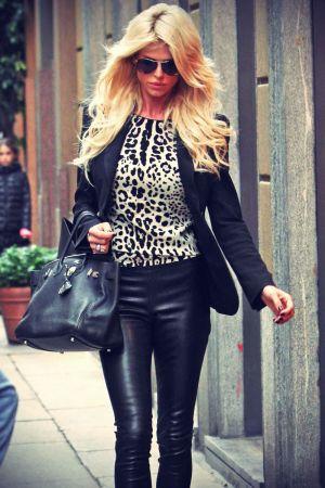 Victoria Silvstedt strolling in Milan