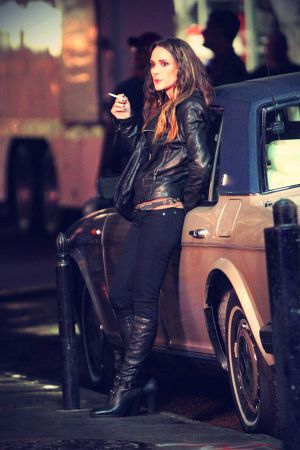 Winona Ryder on Homefront set candids