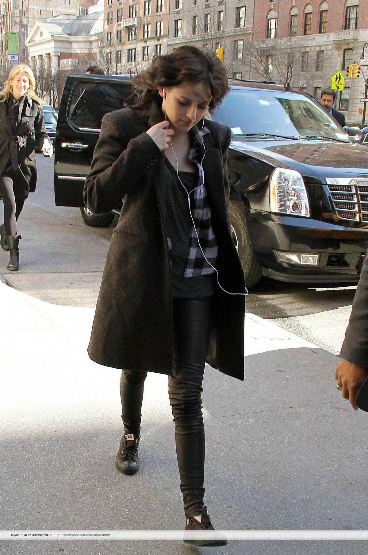 Kristen Stewart arriving ABC Studios In New York City