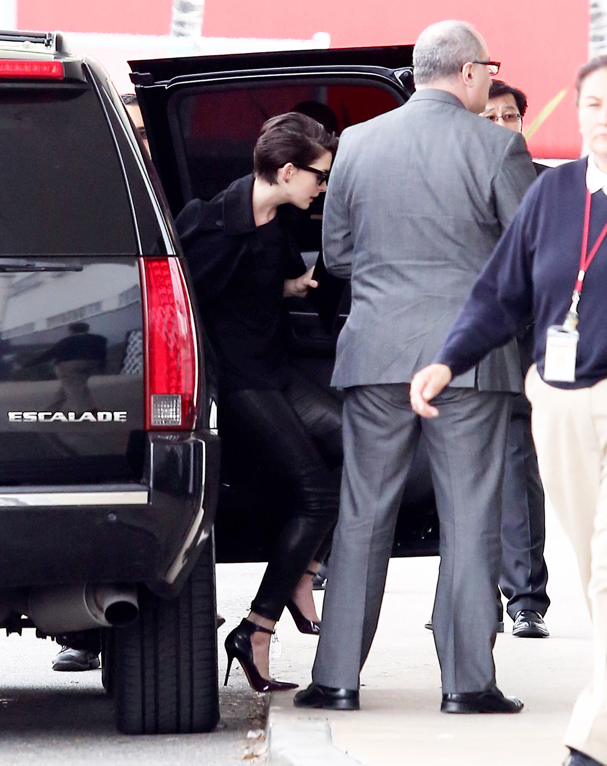 Anne Hathaway arriving at meeting in Culver City