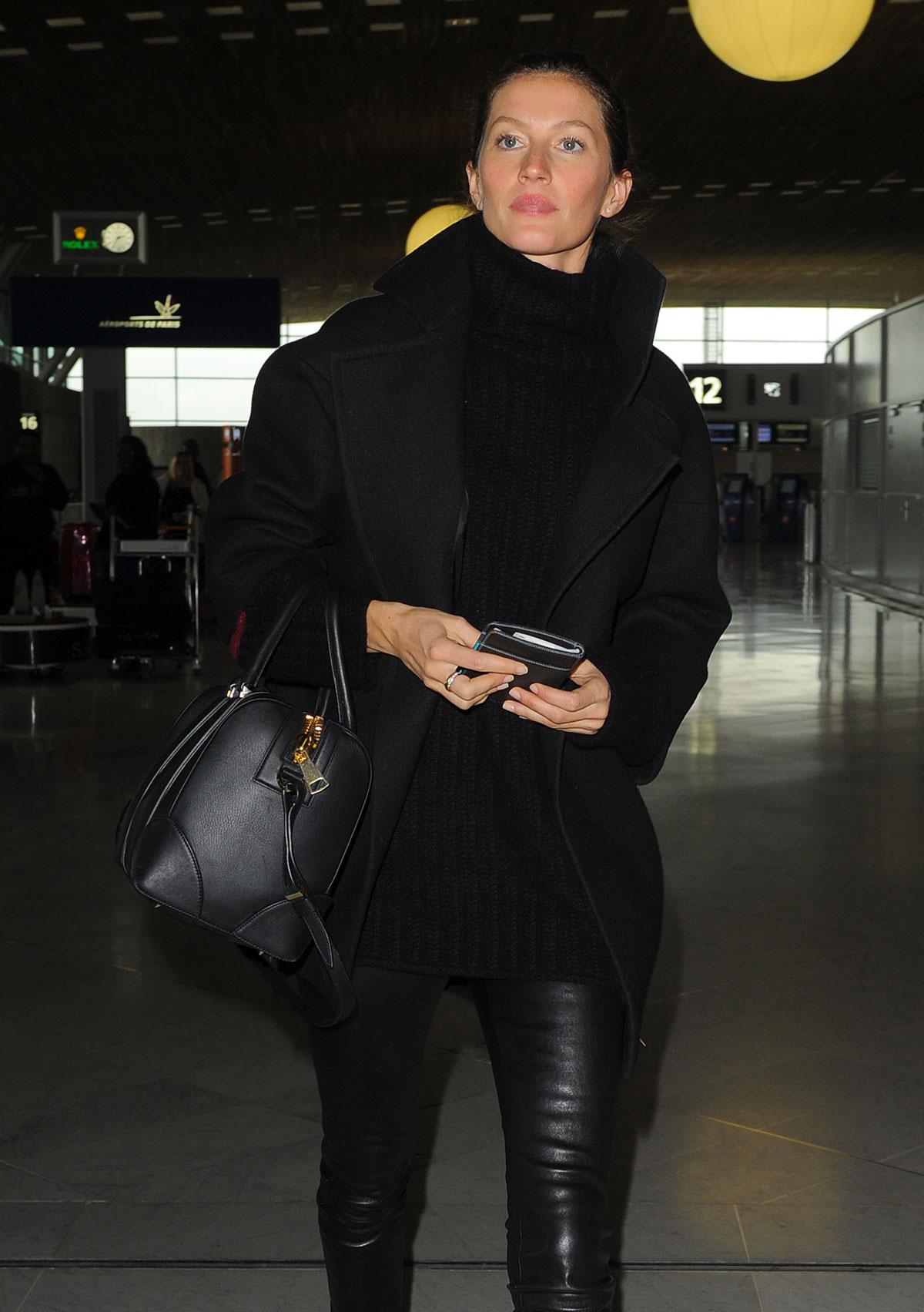 Gisele Bundchen at Charles De Gaulle Airport