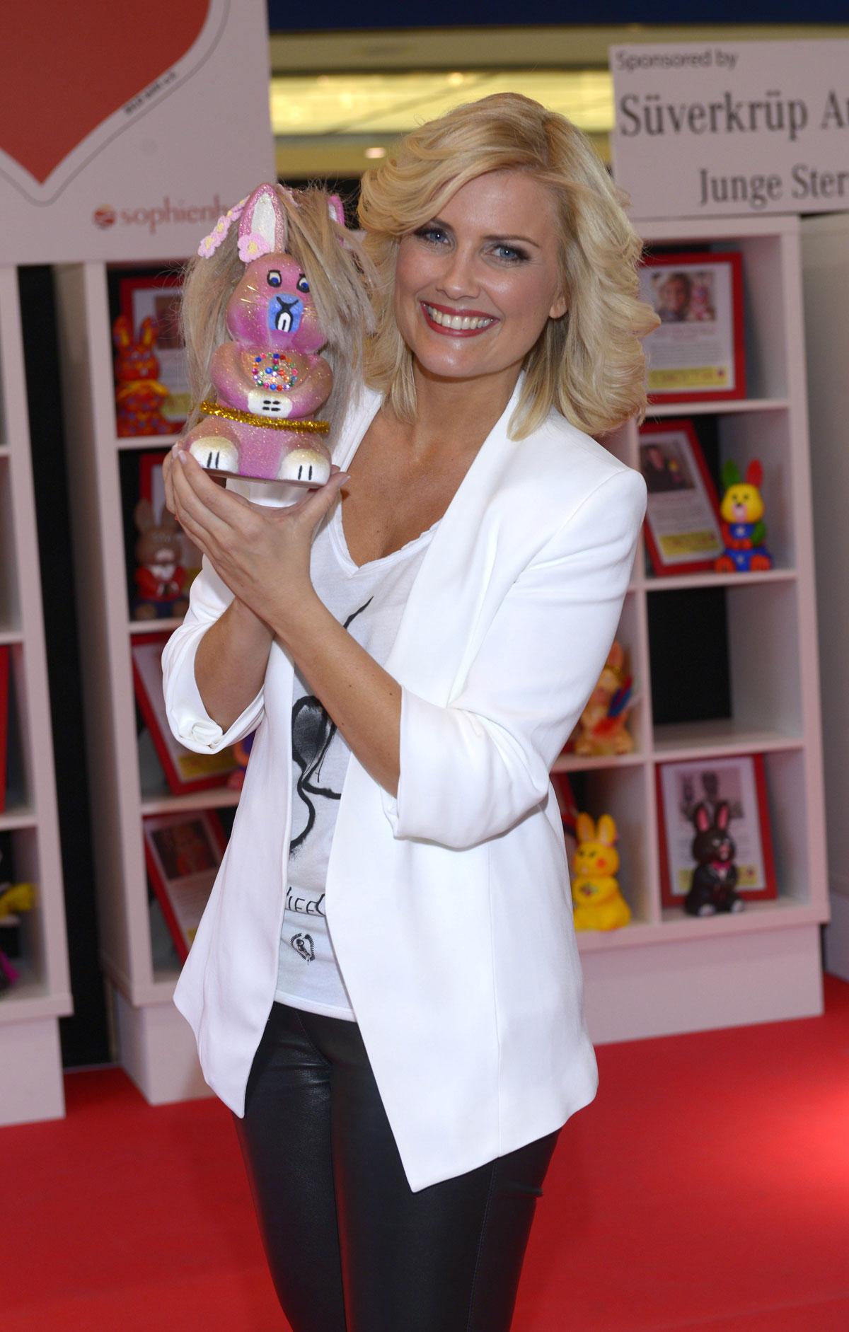 Jennifer Knable attends Heart for Children Charity Easter Bunny