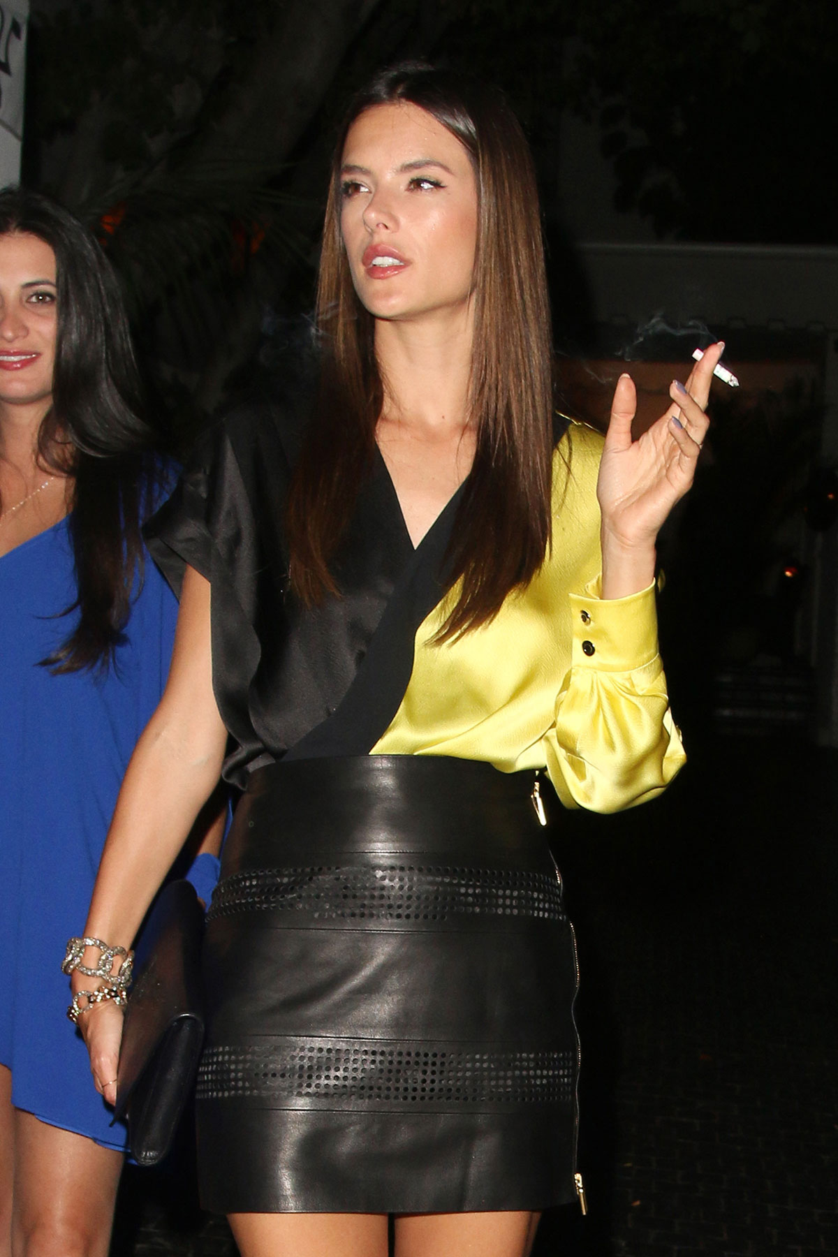 Alessandra Ambrosio walking stoned in The States