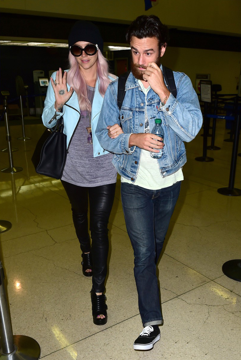 Kesha arrives on an international flight at LAX Airport