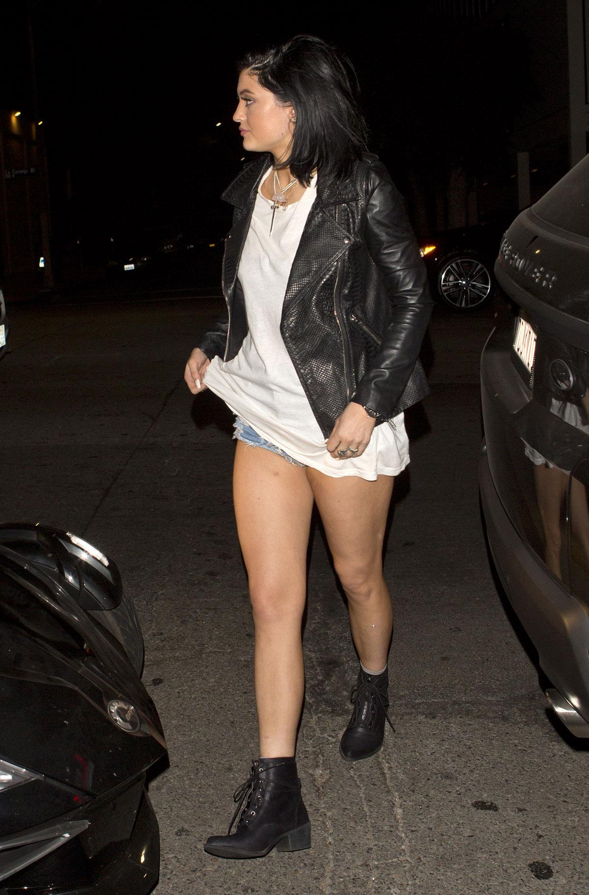 Kendall & Kylie Jenner at STK restaurant