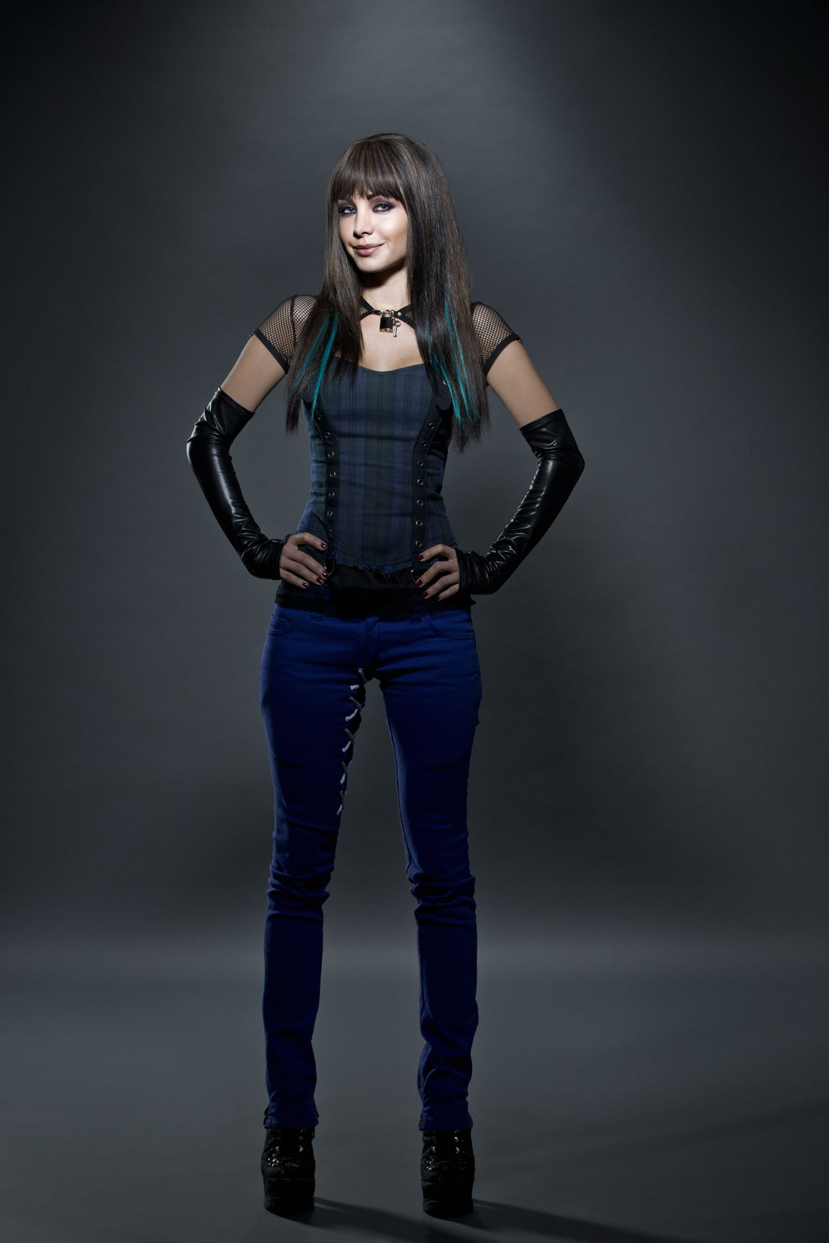 Ksenia Solo Lost Girl Season 4 promoshoot