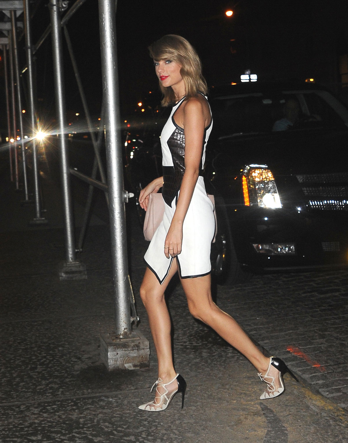 Taylor Swift arriving back at her hotel in NYC