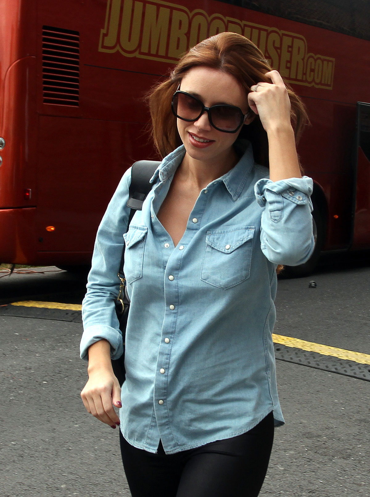 Una Healy arrives to a gig in Manchester