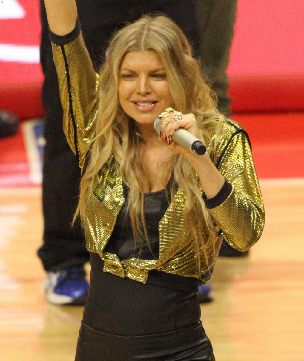 Fergie performs at the Los Angeles Lakers game at Staples Center