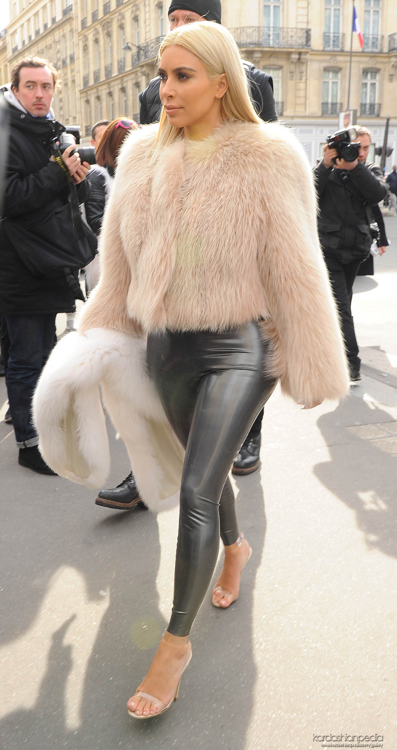 Kim Kardashian at L'Avenue in Paris
