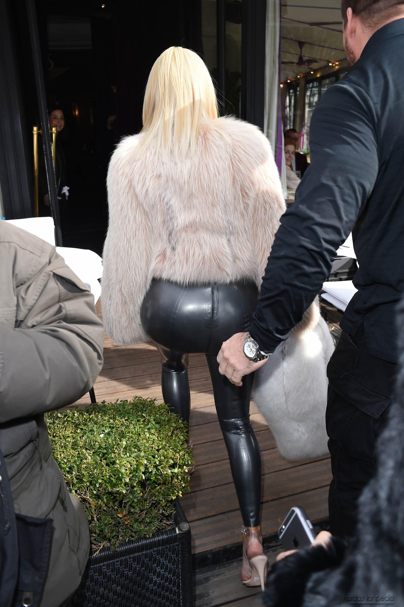 Kim Kardashian at L'Avenue in Paris