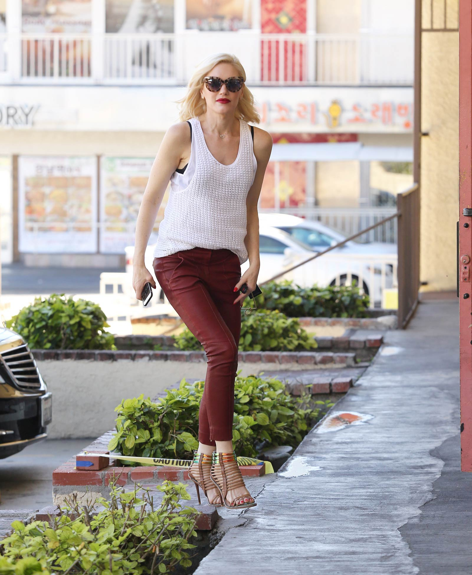 Gwen Stefani arrives to her Acupuncture Clinic