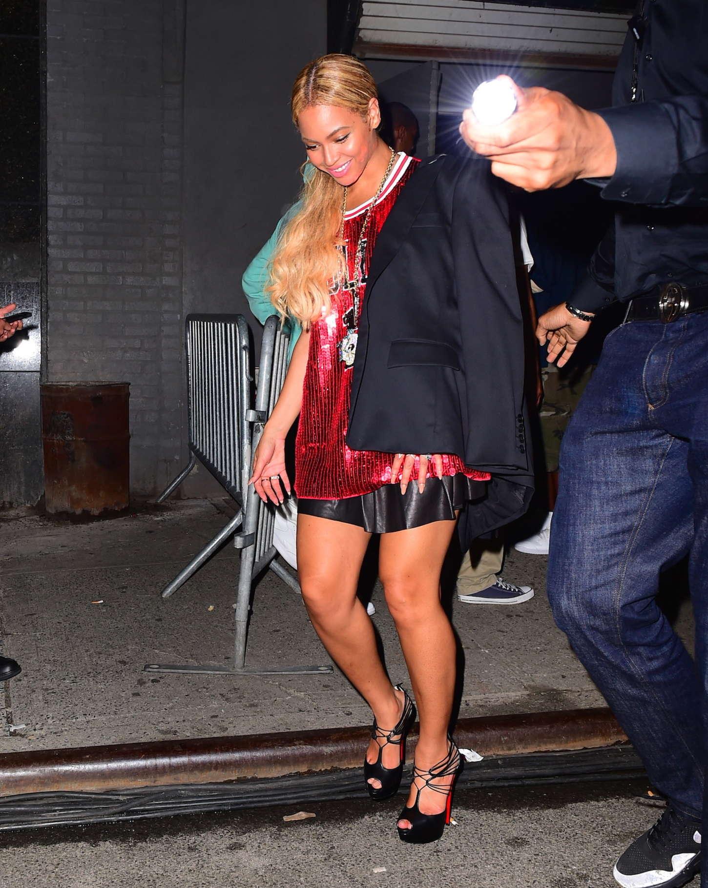 Beyonce leaving Terminal 5 in NYC