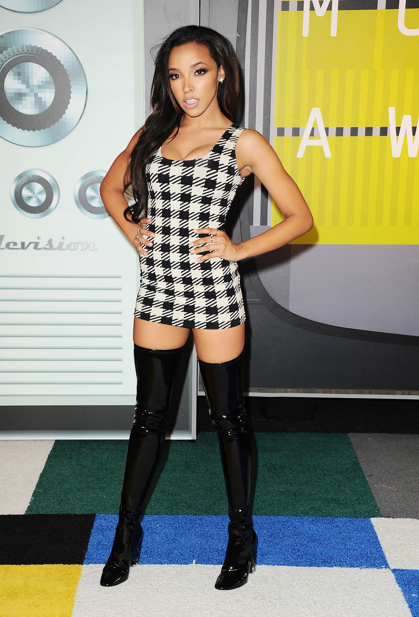 Tinashe on the red carpet at the 2015 MTV Video Music Awards