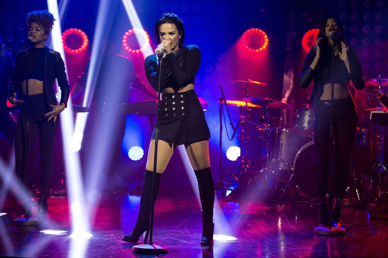 Demi Lovato on the Talk Show at Senkveld