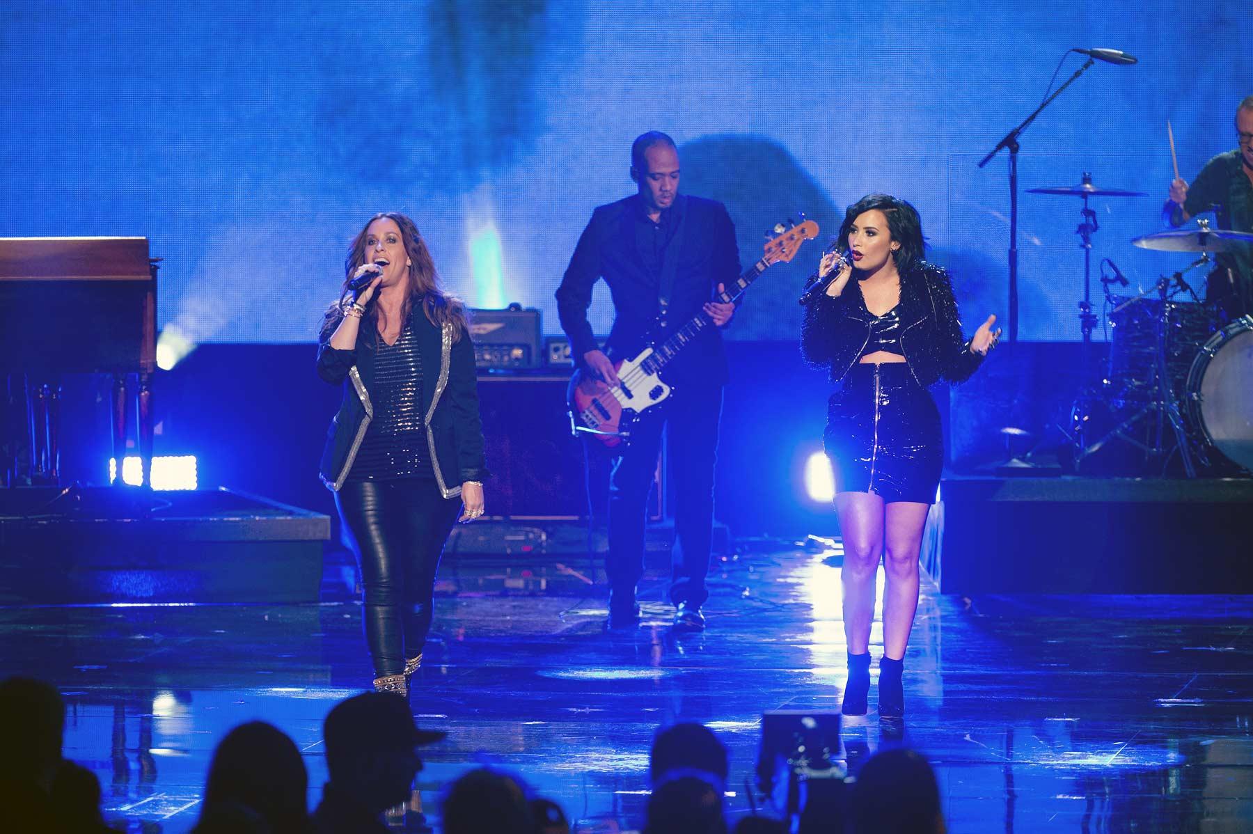 Demi Lovato & Alanis Morissette at 2015 American Music Awards