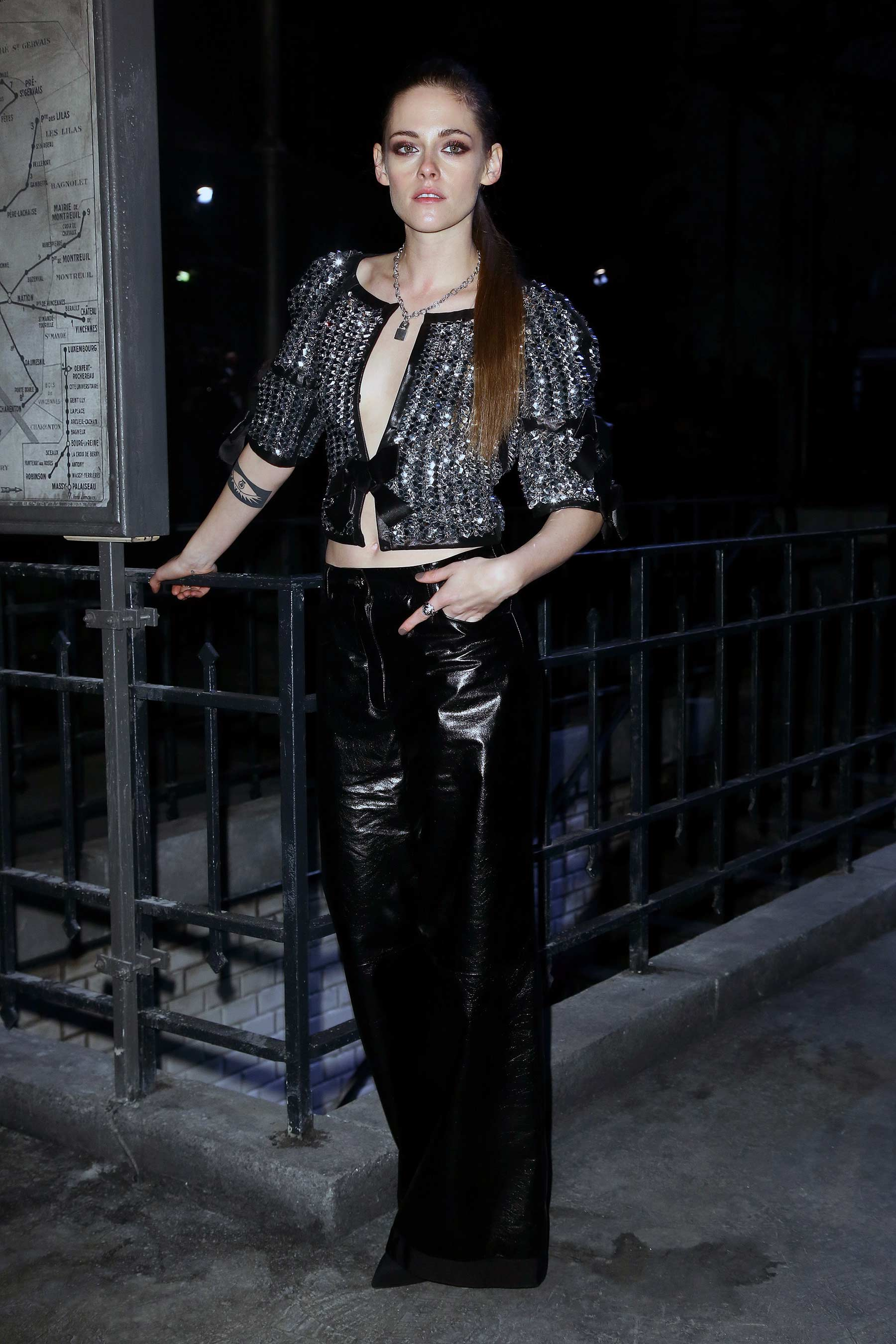 Kristen Stewart attends the Chanel Metiers d'Art 2015/16 Fashion Show