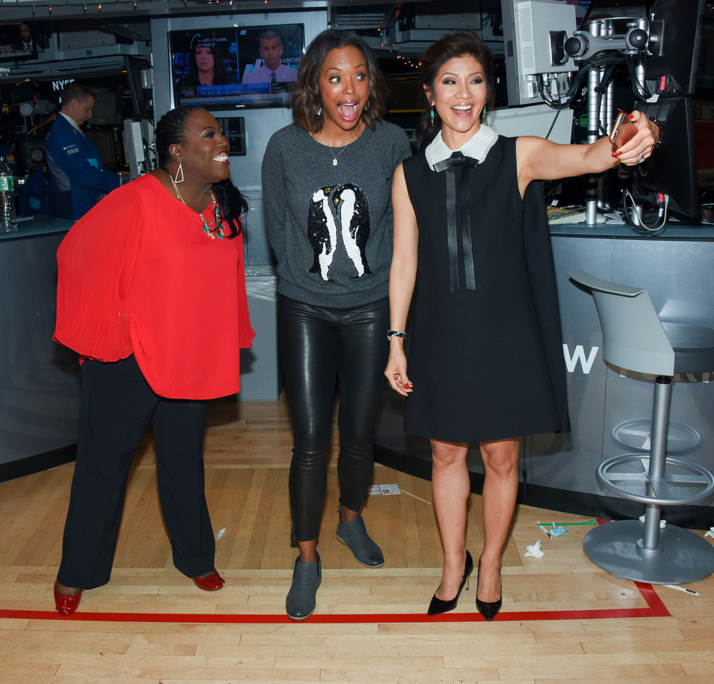 Aisha Tyler rings the closing bell at the New York Stock Exchange