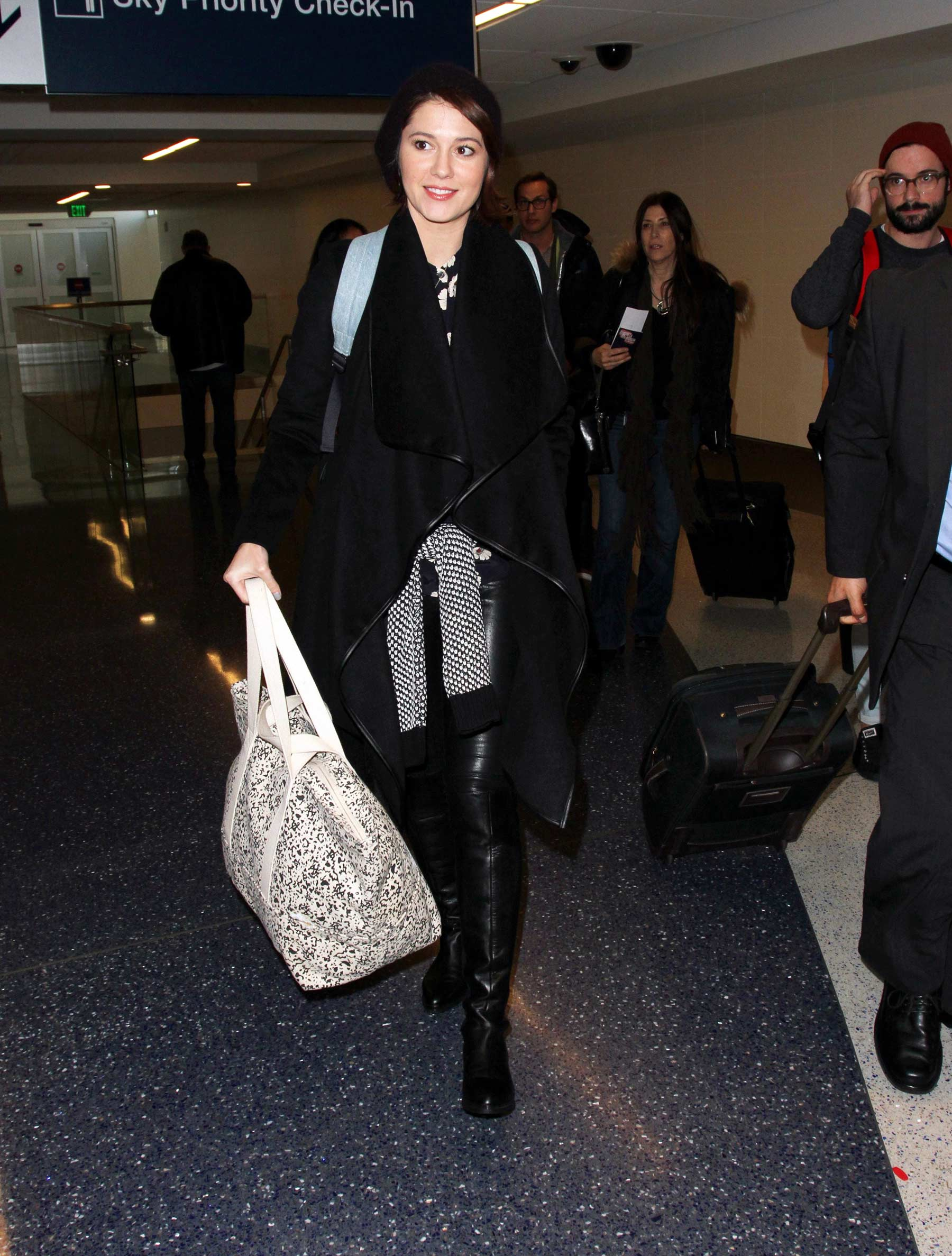 Mary Elizabeth Winstead arriving at the ariport